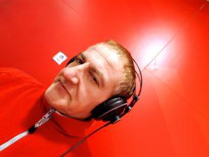 El DJ de House Jordi Casas a l'estudi de GUM FM.